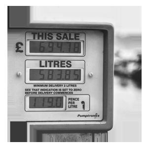 gas station attendant pompa di benzina Maria la benzinaia di Torino